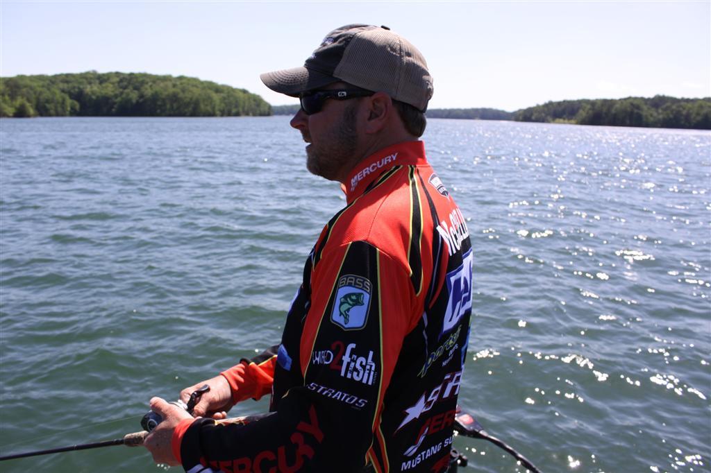 Fall jerkbaits with mike mcclelland advanced angler for Bass fishing jerkbaits