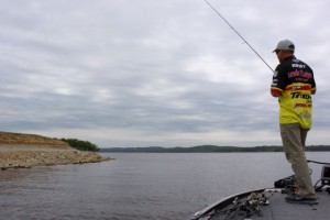 Jeff Kriet Fishing a Shaky Head Bank - photo by Dan O'Sullivan