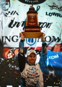 Randy Howell lifts the 2014 Classic trophy