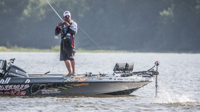 Troy morrow keeps day three lead at flw eufaula for Fishing license nc walmart