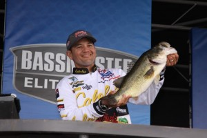 James Niggemeyer with a Lake Guntersville Bigun - photo by Dan O'Sullivan
