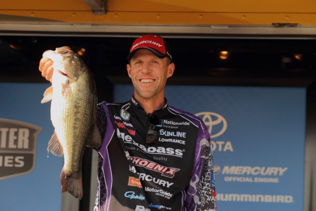 Elite Series Table Rock Day One Leader Aaron Martens - photo by Seigo Saito - Bassmaster