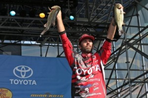 Bassmaster Elite Series Delaware River Day Three Leader Mike Iaconelli - photo by B.A.S.S. - Gary Tramontina