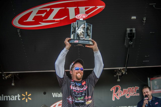 JT Kenney Wins FLW Tour Lake Toho - photo courtesy of FLW