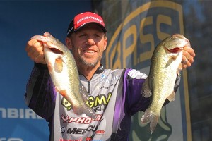 Bassmaster Elite Series Chesapeake Bay Day Three Leader Aaron Martens - photo by Seigo Saito - Bassmaster