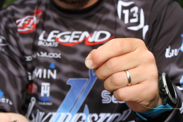 13 Seaguar Hookpoints Stetson Blaylock Wacky Rigged Stickbait - Stop Burn at Fingertips
