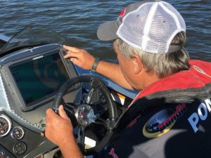pete-ponds-scouts-for-spots-on-his-lowrance-hds12-photo-courtesy-pete-ponds